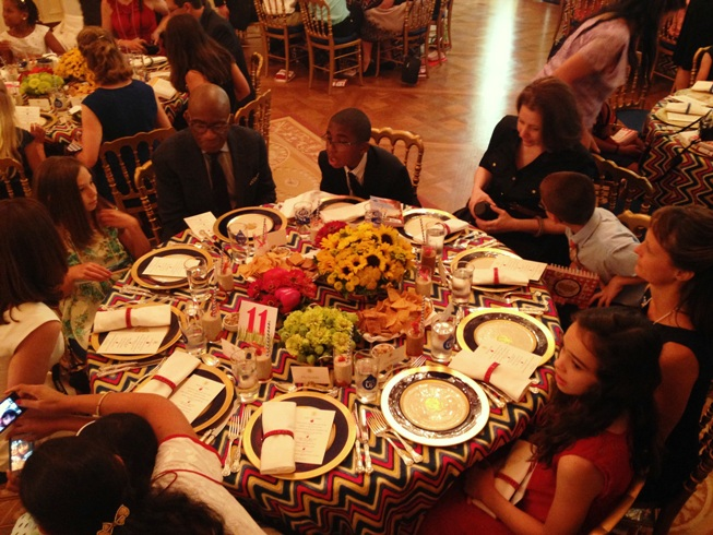state dinner and table with ppl  SMALL