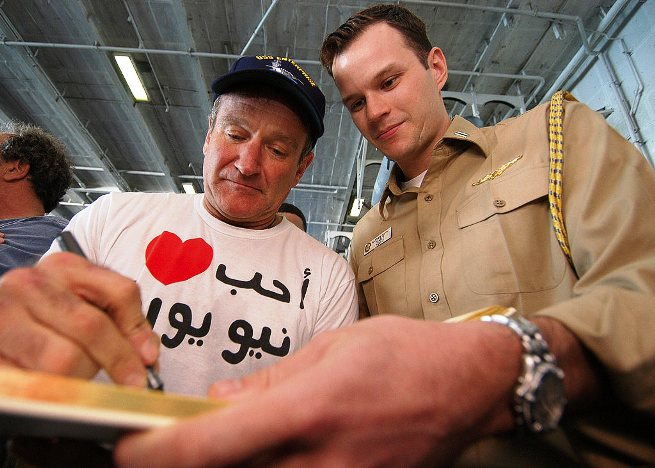 Robin Williams sign autograph USO with soldier SMALL